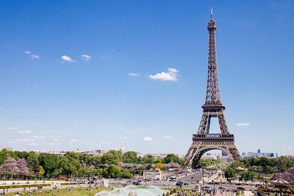 با درآمد ریالی اقامت تمکن مالی فرانسه بگیرید