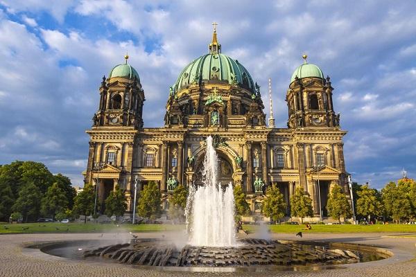 بهرهمندی از مزیای اقامت دائم آلمان با کارتآبی