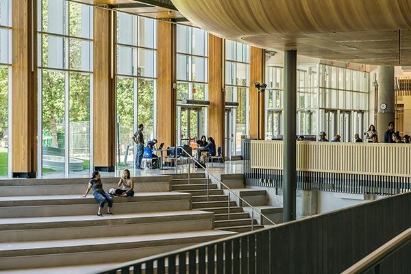 نمای داخلی یکی از بهترین دانشگاه های آلمان برای ادامه تحصیل