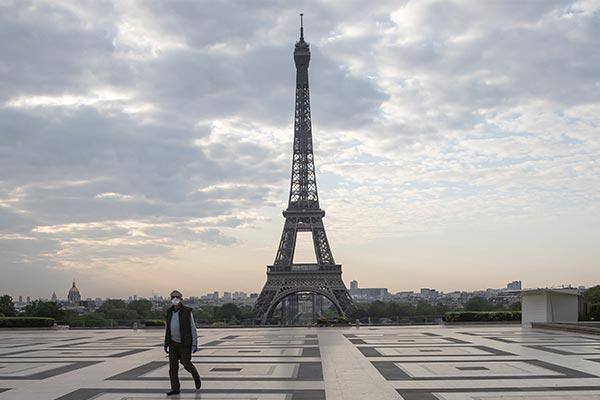 معایب زندگی در پاریس و فرانسه