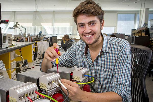 کدام کشور برای مهاجرت مهندس الکترونیک بهتر است